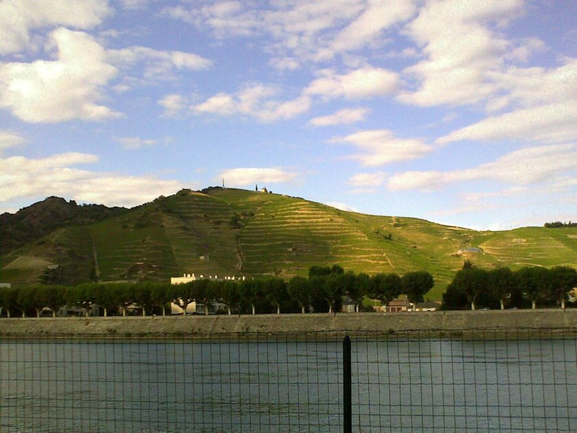 Tournon-Sur-Rhone etter å ha gått litt amok i vinbutikkene i Chateauneuf du Pape...